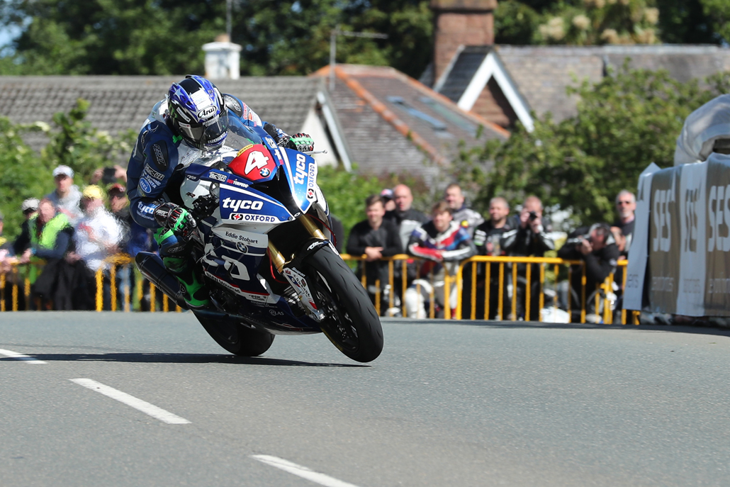 07/06/2017: Ian Hutchinson (BMW/Tyco BMW) at Sulby during the RL360 Quantum Superstock TT Race. PICTURE BY DAVE KNEEN/PACEMAKER PRESS