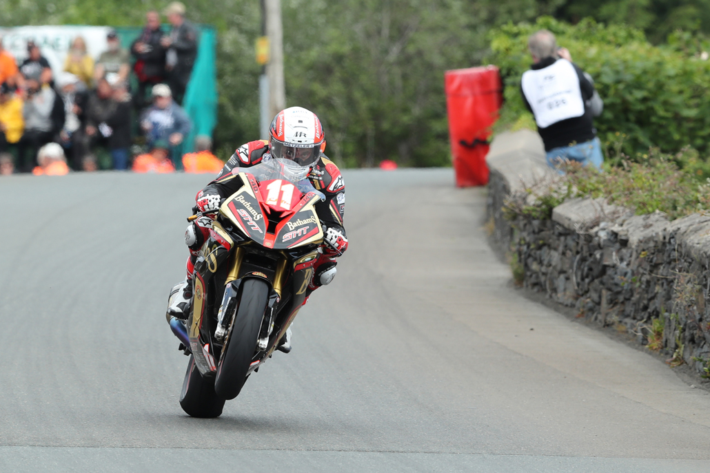 07/06/2017: Michael Rutter (BMW/Bathams SMT Racing) at Sulby during the RL360 Quantum Superstock TT Race. PICTURE BY DAVE KNEEN/PACEMAKER PRESS