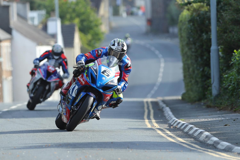 31/05/2017: Michael Dunlop (Suzuki/Bennetts/Hawk Suzuki) through the village of Kirk Michael during qualifying for the Isle of Man TT. PICTURE BY DAVE KNEEN/PACEMAKER PRESS.