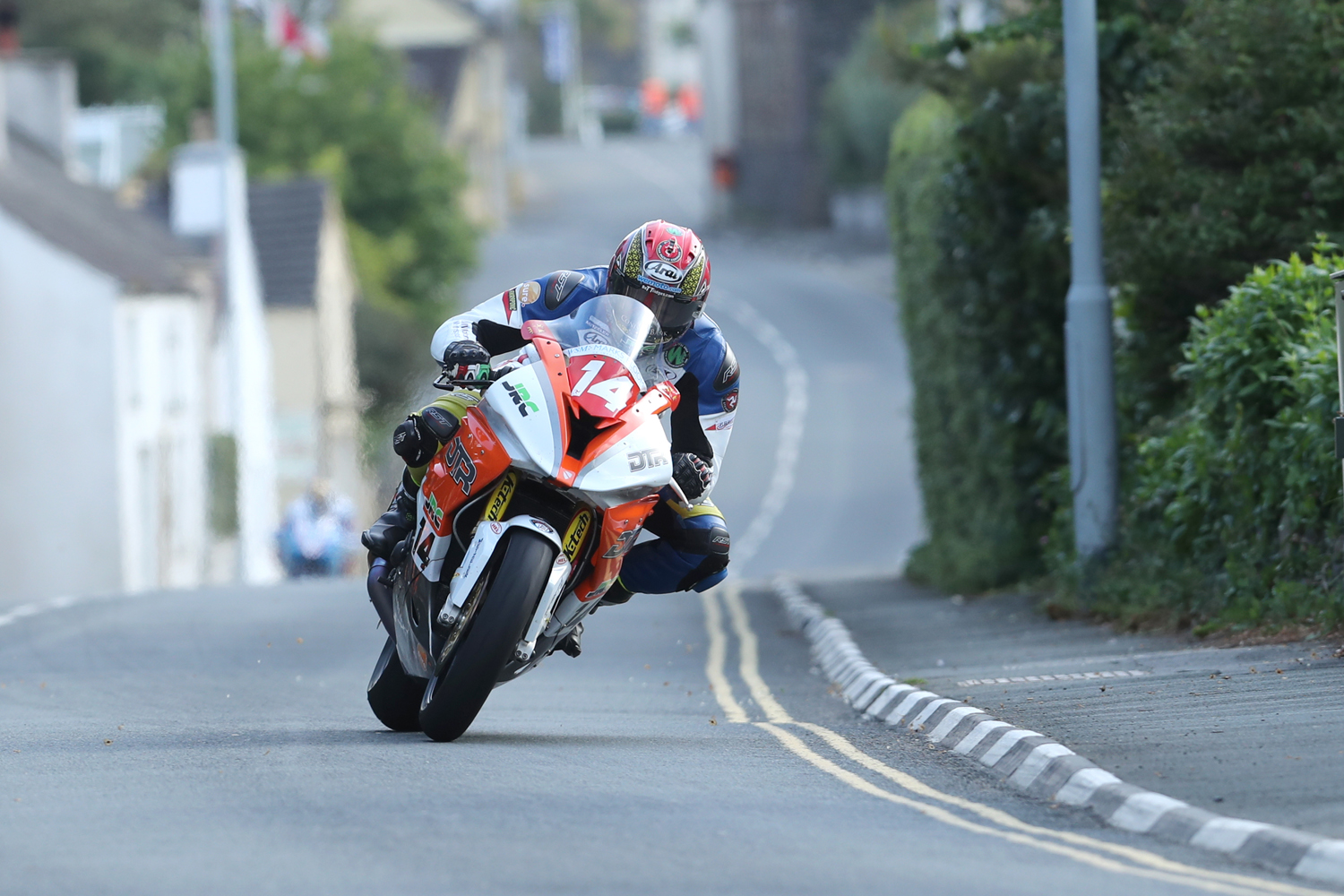 31/05/2017: Dan Kneen (BMW/DTR powered by Penz 13) through the village of Kirk Michael during qualifying for the Isle of Man TT. PICTURE BY DAVE KNEEN/PACEMAKER PRESS.