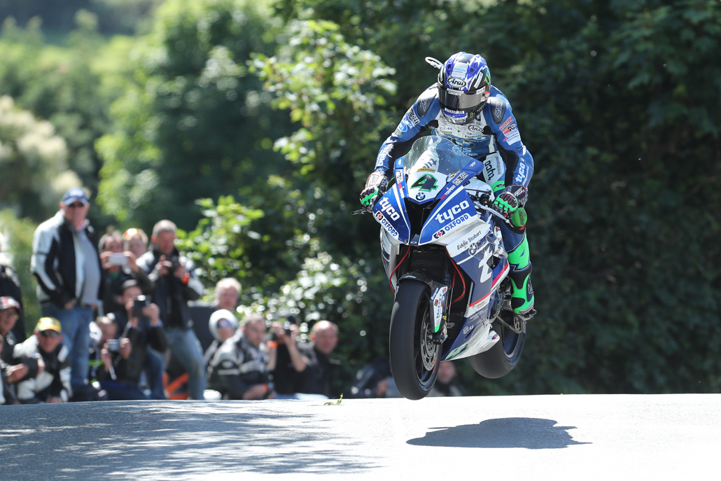 04/06/2017: Ian Hutchinson (BMW/Tyco BMW) at Ballaugh Bridge during the Isle of Man RST Superbike TT race. PICTURE BY DAVE KNEEN/PACEMAKER PRESS