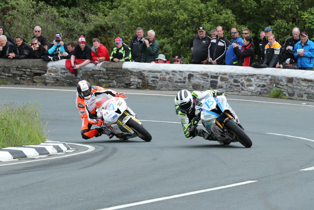 05/06/2017: William Dunlop (Honda/IC Racing/Caffrey International) and Conor Cummins (Honda/padgettsmotorcycles.com) at The Gooseneck during the Monster Energy Supersport TT Race. PICTURE BY DAVE KNEEN/PACEMAKER PRESS