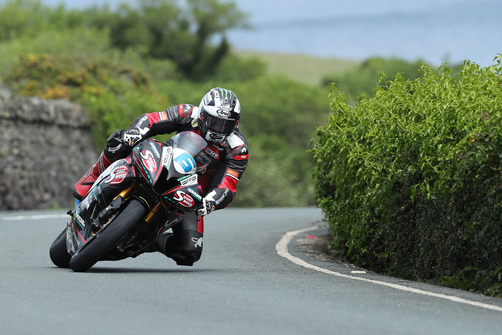 05/06/2017: Michael Dunlop (Yamaha/MD Racing) approaching The Gooseneck during the Monster Energy Supersport TT Race. PICTURE BY DAVE KNEEN/PACEMAKER PRESS