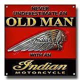 Vintage Sign Designs Never Unterschätzen an Old Mann mit einem Indian Motorcycle