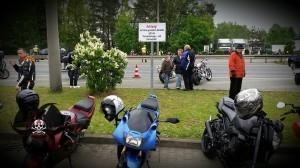 1.Mai Motorradtreffen in Nürnberg - Schild mit Versammlungs- und Parkverbot