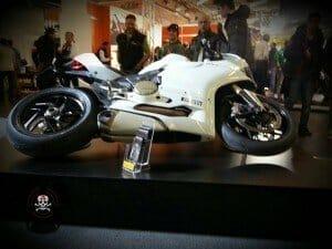 Ducati Panigale 899 in Schräglage