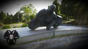 Skulptur in einem Kreisverkehr in Hockenheim