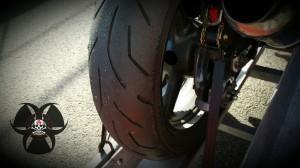 Reifen nach dem Getting Started, ganz schön viel Gummi von der Rennstrecke aufgesammelt.
