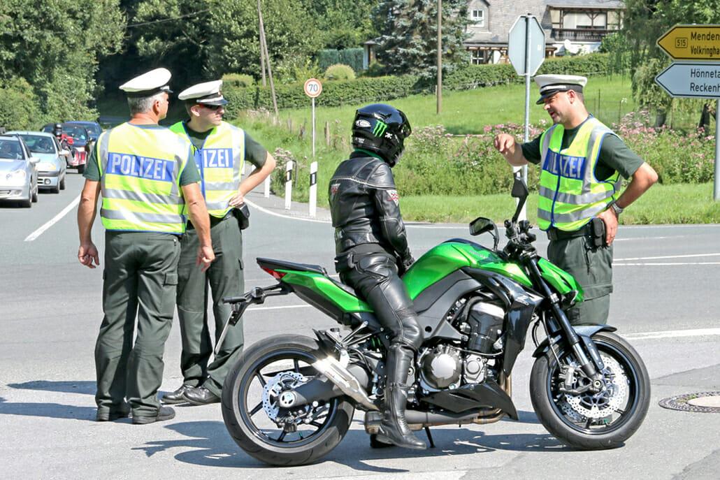 Motorräder, Führerscheine und Datenträger sichergestellt (Aufgrund einer Zeugenaussage)