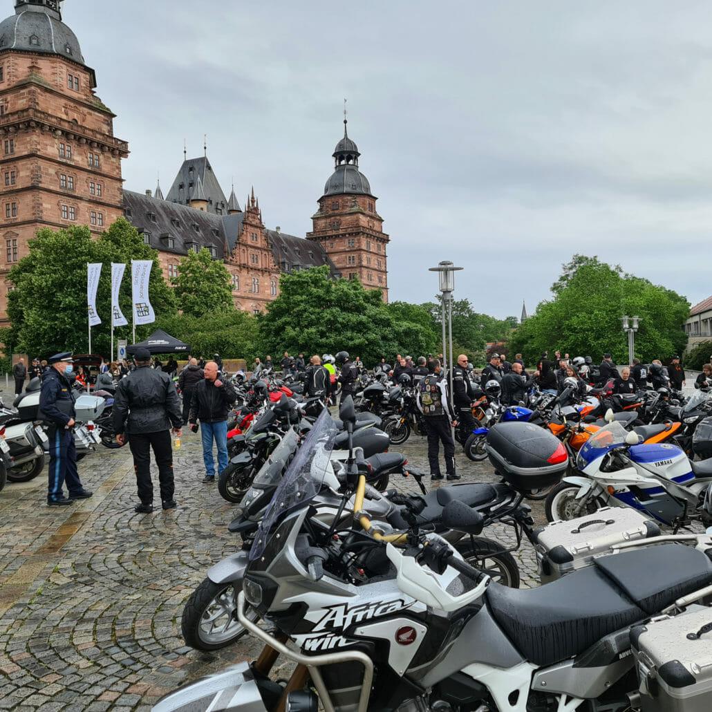 """Motorraddemo in Aschaffenburg gegen """"Sonntagsfahrverbote"""""""